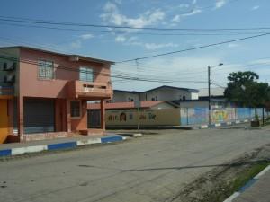 Blick-auf-Hellen-Keller-Schule-Muisne-Praktikum-Freiwillige-Freiwilligendienst-HilfevorOrt-Ecuador-Strand