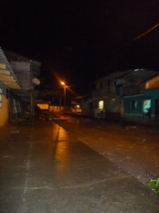 Straßen-bei-nacht-Muisne-Praktikum-Freiwillige-Freiwilligendienst-HilfevorOrt-Ecuador-Strand