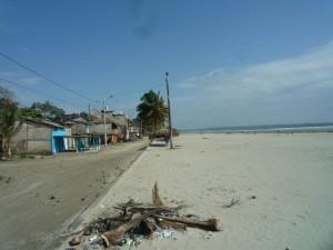 Strand-Promenade-Muisne-Praktikum-Freiwillige-Freiwilligendienst-HilfevorOrt-Ecuador-Strand