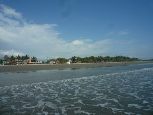 vom-Meer-Muisne-Praktikum-Freiwillige-Freiwilligendienst-HilfevorOrt-Ecuador-Strand