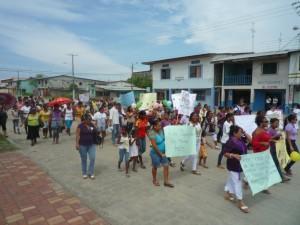 Desfile_Weltfrauentag_-Muisne-Praktikum-Freiwillige-Freiwilligendienst-HilfevorOrt-Ecuador-Strand