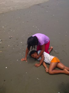 Erste-Hilfe-Kurs-Muisne-Praktikum-Freiwillige-Freiwilligendienst-HilfevorOrt-Ecuador-Strand