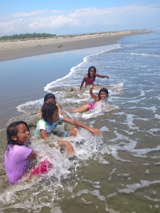 Erste-Hilfe-KursII-Muisne-Praktikum-Freiwillige-Freiwilligendienst-HilfevorOrt-Ecuador-Strand