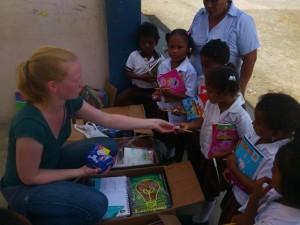 Freiwillige-Ines-Schulstarteraktion-Muisne-Praktikum-Freiwillige-Freiwilligendienst-HilfevorOrt-Ecuador-Strand