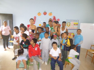 Gruppe-Institut-Muisne-Freiwilligenprogramm-Volunteer-Praktikum-Ecuador