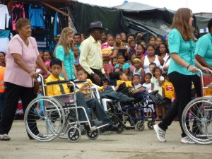 Isabel-Marlene-Aufmersksamkeit-für-die-Rechte-der-Kinder-mit-anderen-Fähigkeiten-Institut-Muisne-Freiwilligenprogramm-Volunteer-Praktikum-Ecuador