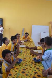 Mittagessen-Institut-Muisne-Freiwilligenprogramm-Volunteer-Praktikum-Ecuador