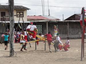 Schulhofgestaltung-Hellen-Keller-Institut-Muisne-Freiwilligenprogramm-Volunteer-Praktikum-Ecuador