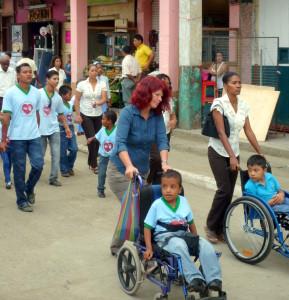 Umzug-Tag-der-Menschen-mit-Behinderung-Muisne-Praktikum-Freiwillige-Freiwilligendienst-HilfevorOrt-Ecuador-Strand
