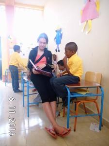 Vorlesen-Freiwillige-Institut-Muisne-Freiwilligenprogramm-Volunteer-Praktikum-Ecuador