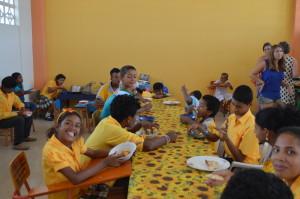 erstesMittagessen-Institut-Muisne-Freiwilligenprogramm-Volunteer-Praktikum-Ecuador