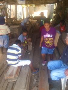 fleißige-Arbeiter-beim-ferienprogramm-Muisne-Praktikum-Freiwillige-Freiwilligendienst-HilfevorOrt-Ecuador-Strand